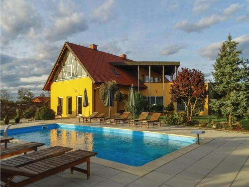 Eight-Bedroom Holiday Home in Krizevci pri Ljutomeru