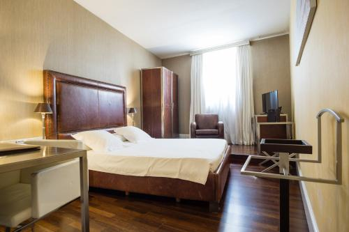 Double or Twin Room Hotel Palacio Garvey 8