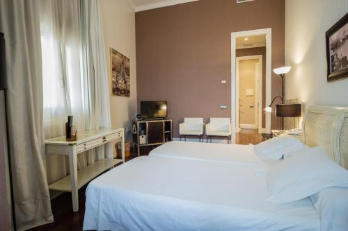 Double or Twin Room Hotel Palacio Garvey 5