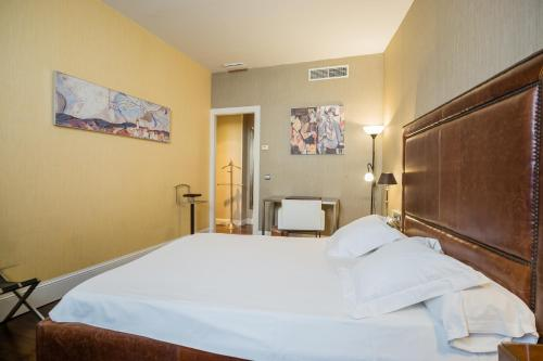 Double or Twin Room Hotel Palacio Garvey 4