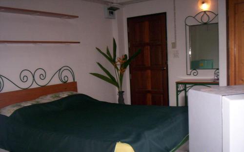 Baankhunmae Apartment photo 8