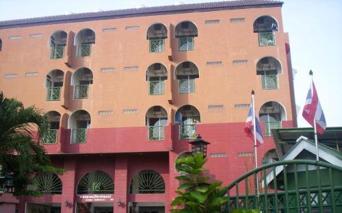 Hotel Baankhunmae Apartment