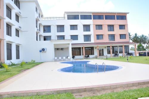 . Luwa Evergreen Hotel