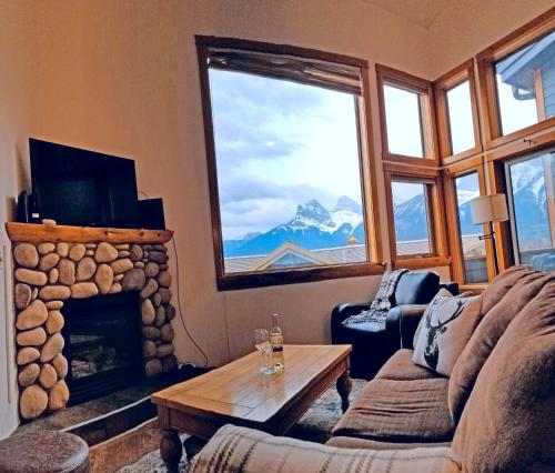 Downtown Loft, Mountain Views, Fireplace, Couple's Retreat, Walker's Paradise