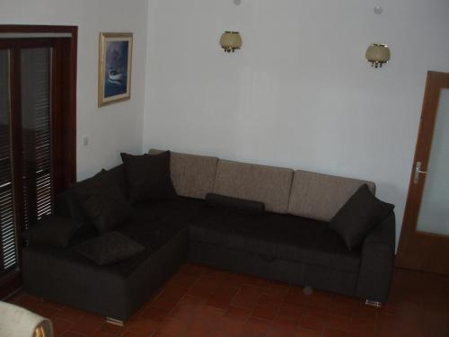 Appartement 3 Chambres avec Balcon (Three-Bedroom Apartment with Balcony)