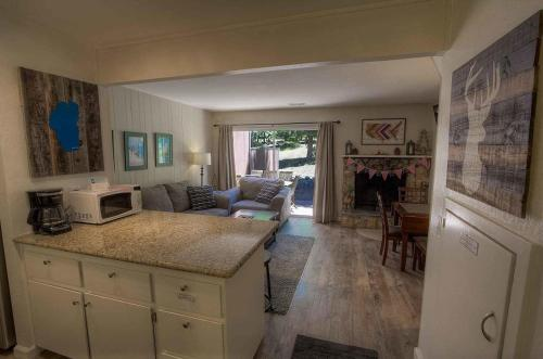 2 Bedrooms Condo In South Lake Tahoe 0642 - Lake Tahoe, CA 96150