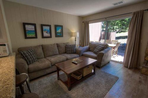 2 Bedrooms Condo In South Lake Tahoe 0642 - Lake Tahoe, CA 96150