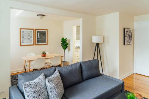 Chic & Pristine 1BR Perfect for Couple Long Stay MG1