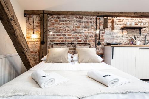 Hotel Ruumz Bed Rest