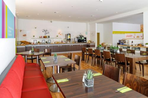 ibis Styles Hamburg Alster City photo 9