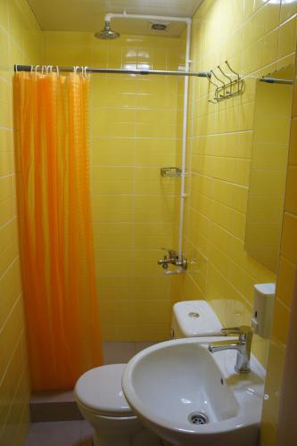 Dos Hostel Almaty Двухместный номер с 1 кроватью и собственной ванной комнатой