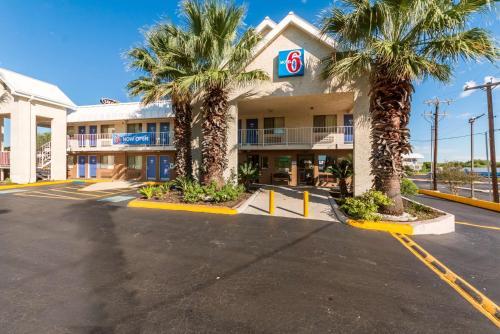 Hotels Amp Vacation Rentals Near San Antonio Lackland Afb