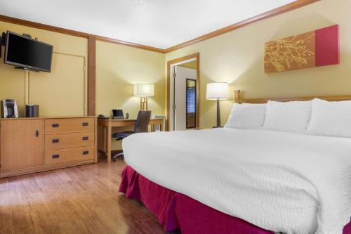 Inn Marin And Suites An Ascend Hotel Collection Member
