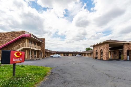 Econo Lodge & Suites Brinkley - Brinkley, AR 72021