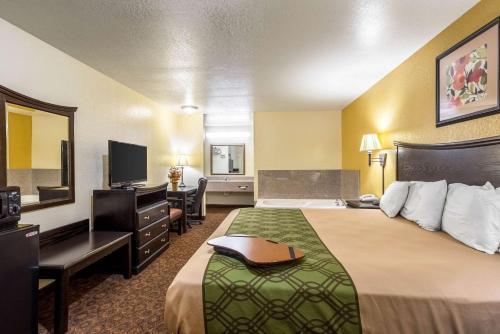 Econo Lodge Inn & Suites Searcy - Searcy, AR 72143