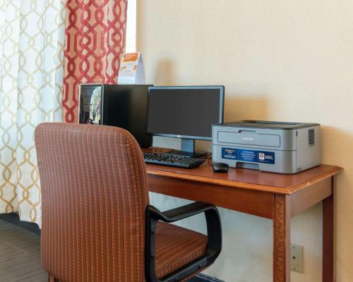 Econo Lodge Russellville - Russellville, AR 72802