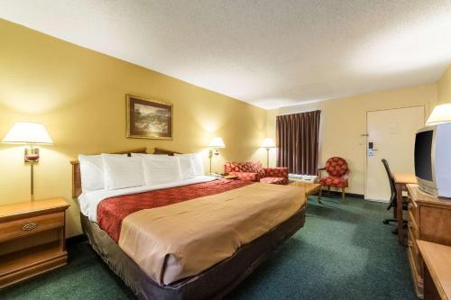 Econo Lodge Fayetteville - Fayetteville, AR 72701