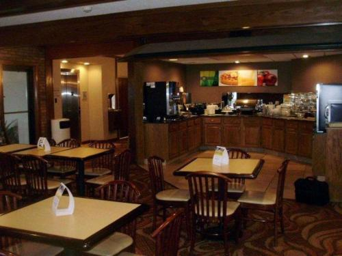 Quality Inn & Suites Searcy - Searcy, AR 72143