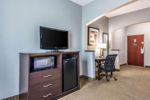 Quality Suites Maumelle - Maumelle, AR 72113
