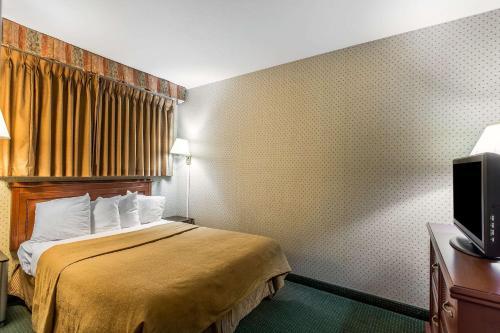 Quality Inn Near China Lake Naval Station - Ridgecrest, CA CA 93555