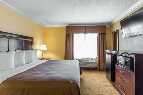 Quality Inn & Suites Bell Gardens