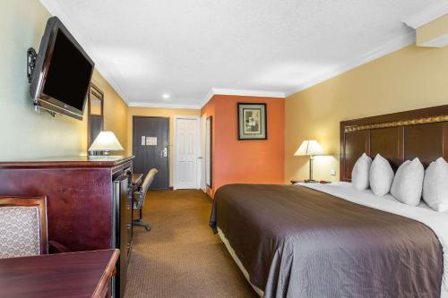 Quality Inn & Suites Bell Gardens-Los Angeles - Bell Gardens, CA CA 90201