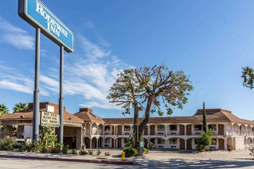 Accommodation in Castaic