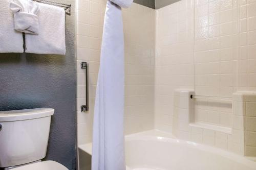 Clarion Hotel By Humboldt Bay - Eureka, CA 95501