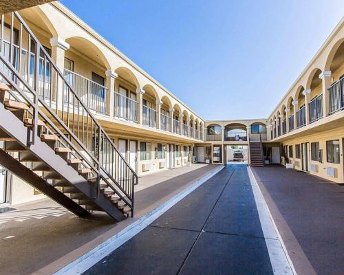 An Inglewood Hotel near LAX - Rodeway Inn & Suites