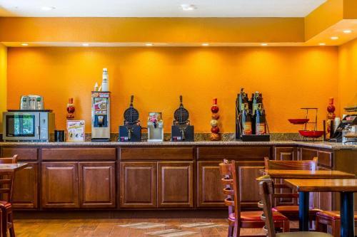 Rodeway Inn Wine Country - Rohnert Park, CA 94928