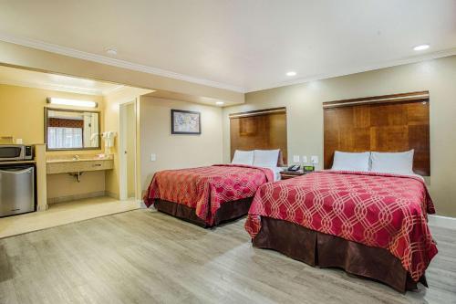 Econo Lodge Inn & Suites Near Legoland - Carlsbad, CA 92008