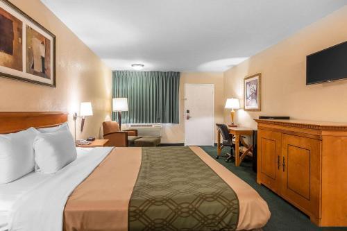 Econo Lodge Inn & Suites El Cajon San Diego East - El Cajon, CA CA 92021