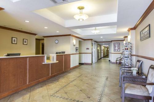 Rodeway Inn & Suites 29 Palms Near Joshua Tree National Park
