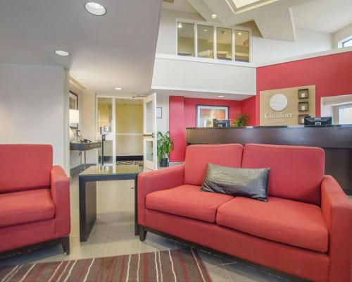 Comfort Inn Amherst - Amherst, NS B4H 2X2