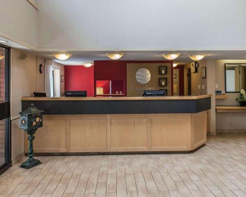 Comfort Inn Kingston Highway 401 - Hotel - Kingston