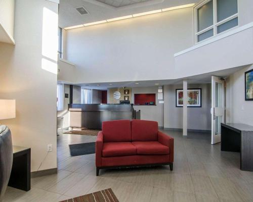 Comfort Inn Regina - Regina, SK S4Z 1A4
