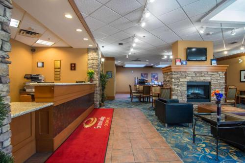 Econo Lodge Inn & Suites University - Calgary, AB T2M 4L2