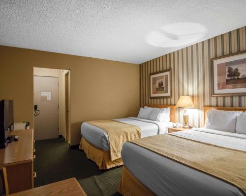 Quality Inn Whitecourt - Whitecourt, AB T7S 1P3