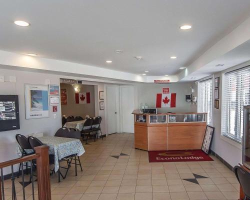 Econo Lodge Inn & Suites Drumheller - Drumheller, AB T0J 0Y0