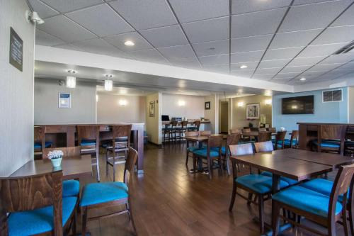Comfort Inn & Suites Airport South - Photo 4 of 38