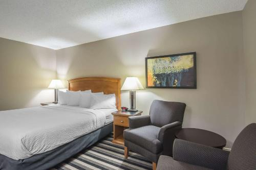 Quality Inn West Edmonton - Edmonton, AB T5S 1B4