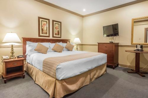 Inn on the Lake Ascend Hotel Collection - Halifax, NS B2T 1J5