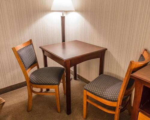 Quality Inn & Conference Centre - Red Deer, AB T4N 6A5