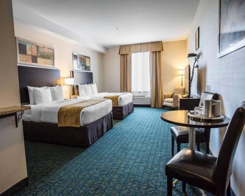 Comfort Hotel Bayer's Lake - Halifax, NS B3S 1A2