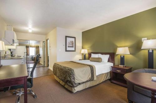 Econo Lodge Inn & Suites High Level - High Level, AB T0H 1Z0
