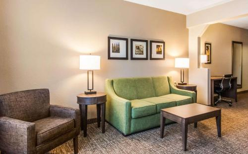 Comfort Suites Maingate East At Old Town - Kissimmee, FL 34746