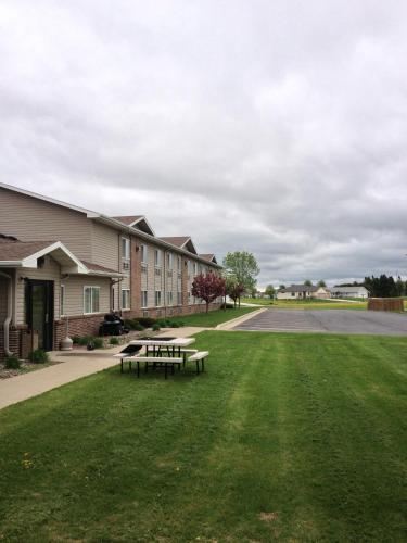 Americas Best Value Inn And Suites Spring Valley - Spring Valley, MN 55975