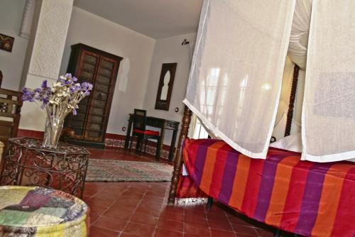 Suite con bañera de hidromasaje y cama grande Alcoba del Rey de Sevilla 9