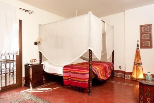 Suite con bañera de hidromasaje y cama grande Alcoba del Rey de Sevilla 5