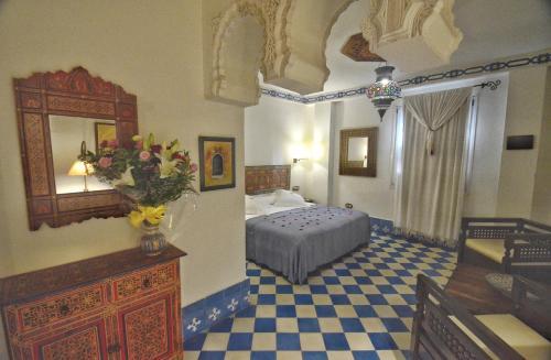 Suite con bañera de hidromasaje y cama grande Alcoba del Rey de Sevilla 3